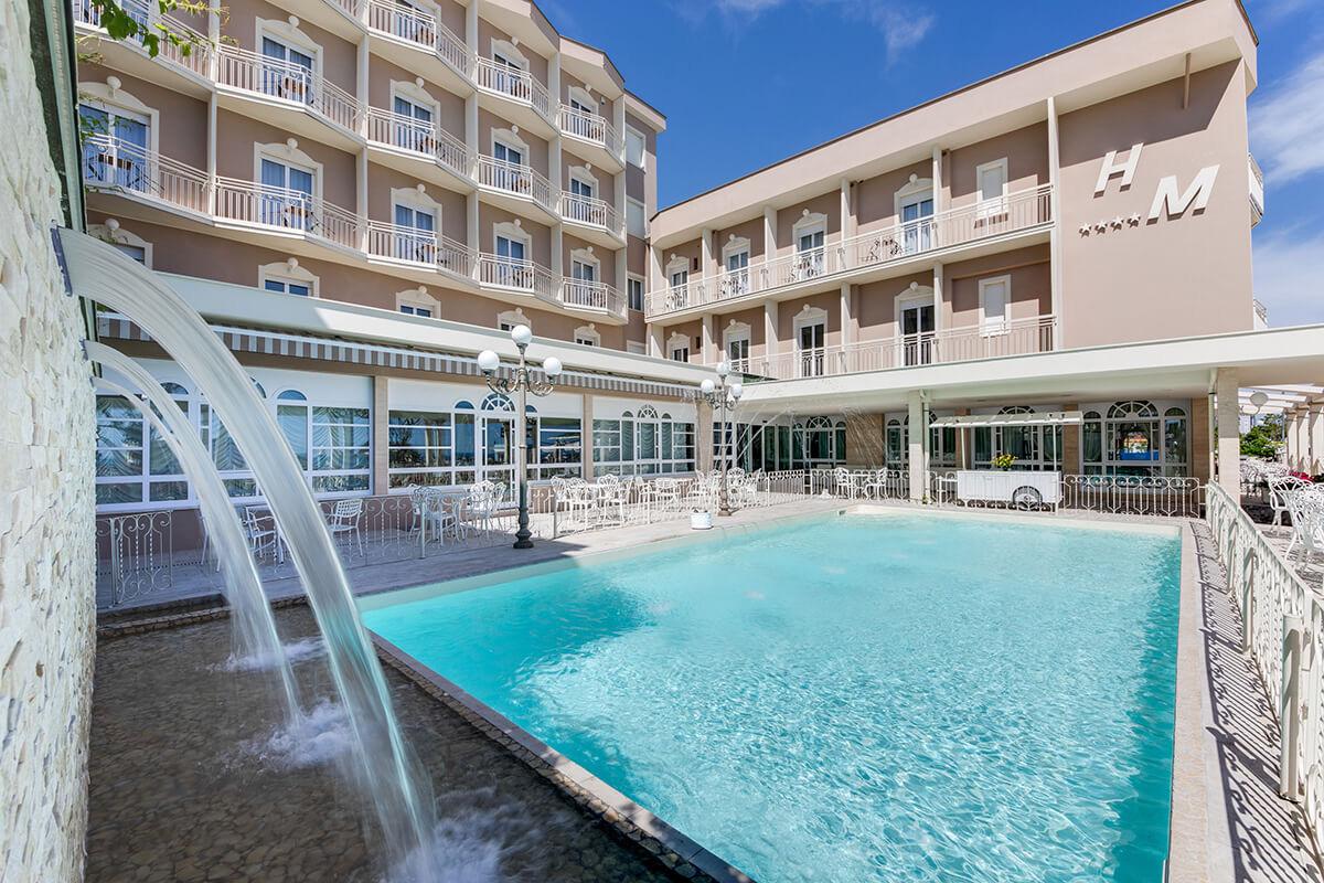Piscine hotel 4 stelle fronte mare con piscina a bellaria hotel miramare - Hotel con piscina bellaria ...